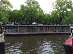 motel houseboat